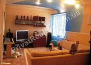 3 х комнатную квартиру. Находится в самом центре,  район госпрома,  пр.