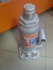 Продам домкрат бутылочный гидравлический 5т б/у