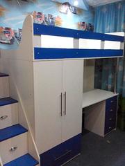 Кровать-чердак с рабочей зоной,  шкафом и лестницей-комодом