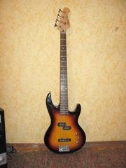 Продам бас гитару 800 грн.